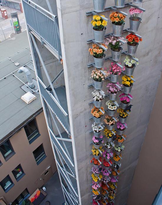 plantas jardins vasos : plantas jardins vasos:Fachada de prédio decorada com vasos floridos.
