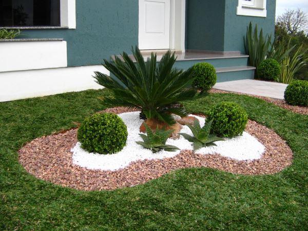 pedras jardins pequenos : pedras jardins pequenos:Lindo jardim verde, onde se funde a escultura e elementos como a água
